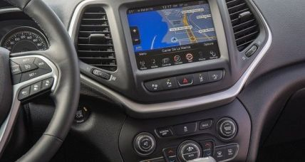 Jeep Cherokee New interior 2