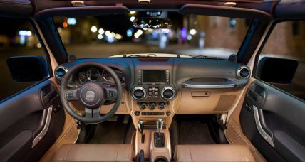 Jeep Wrangler interior 3 ua