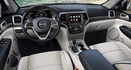 Jeep Grand Cherokee interior 3
