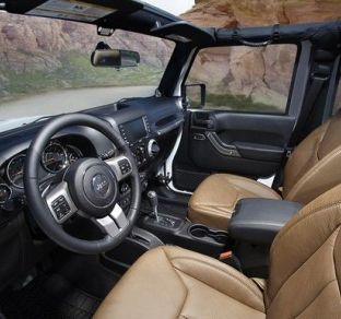 Jeep Wrangler interior 4 ua